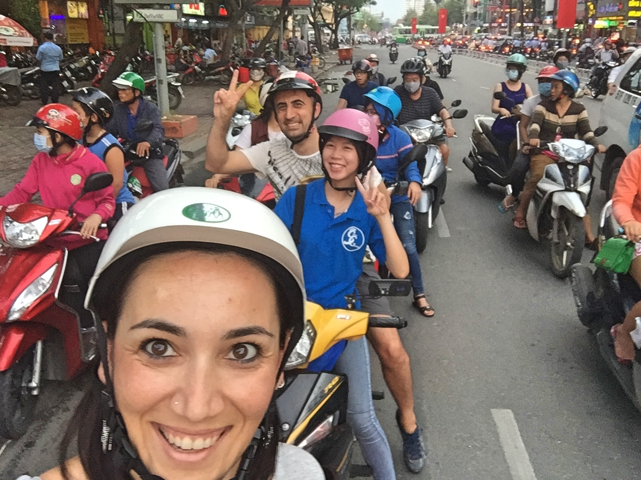 saigonfreewalkingtours ile Saygon Street Food Tour